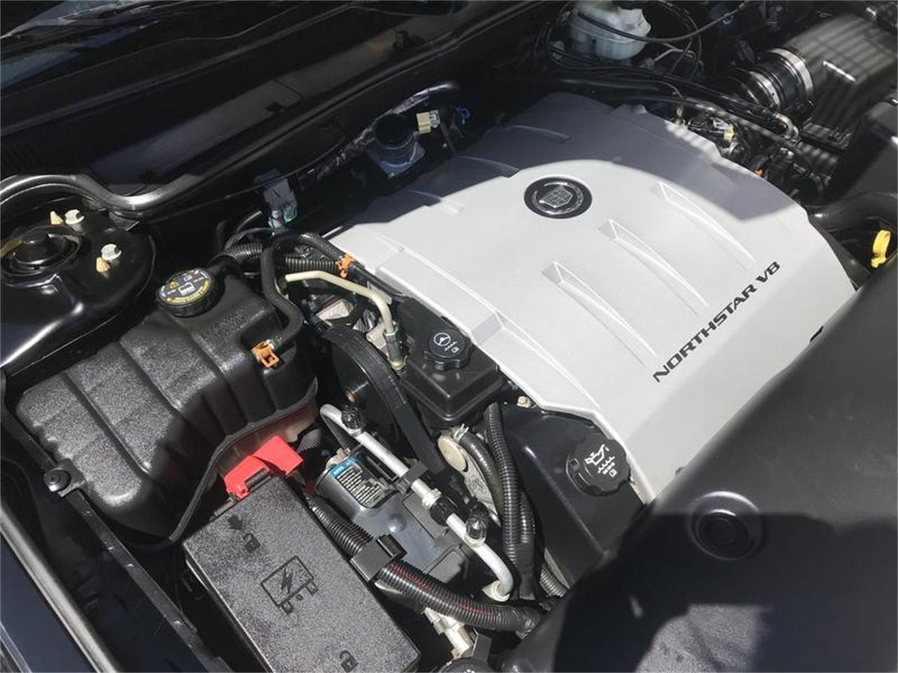Large Picture of 2004 Cadillac DeVille - Q6HX