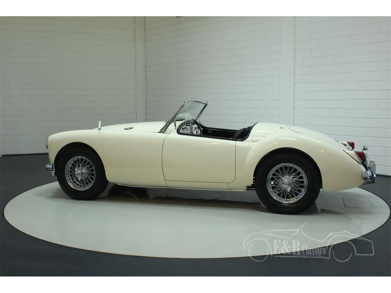 Large Picture of '58 MGA - Q6KO
