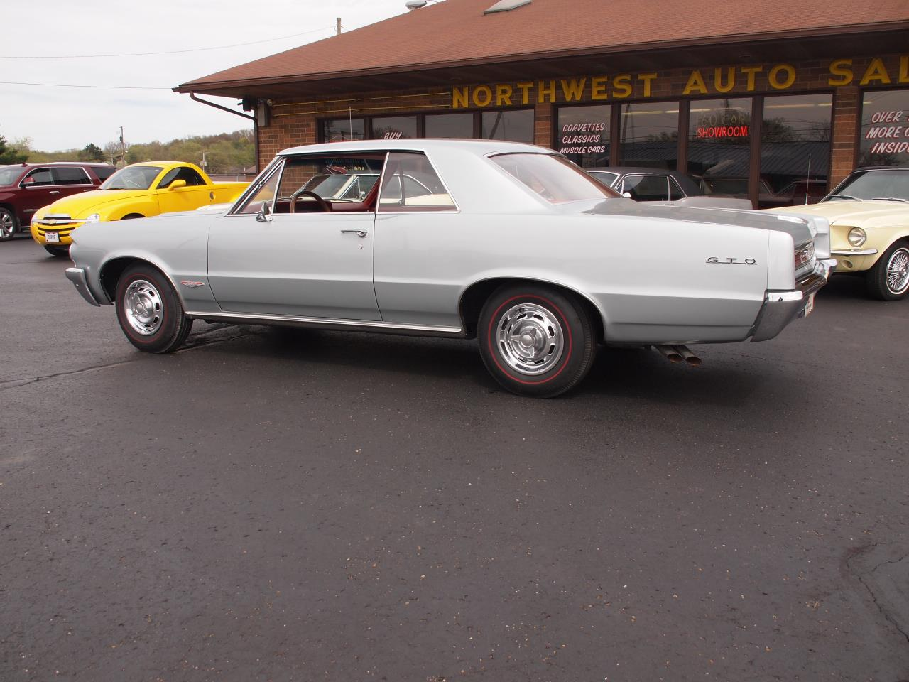 Large Picture of Classic '64 Pontiac LeMans located in Ohio - Q6MP