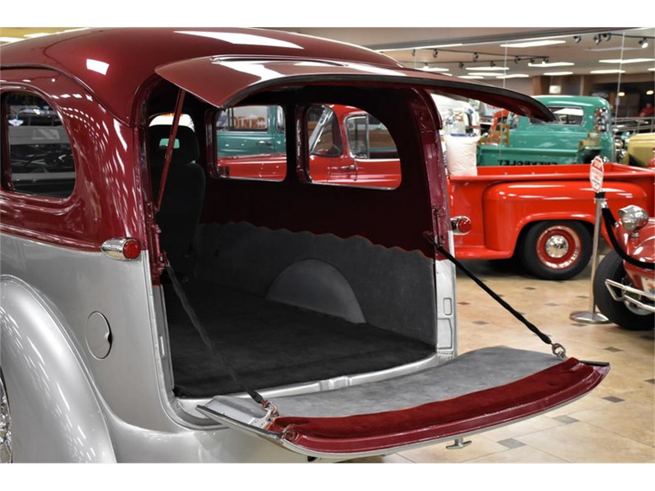 Large Picture of Classic 1946 Chevrolet Suburban located in Florida - Q6O2