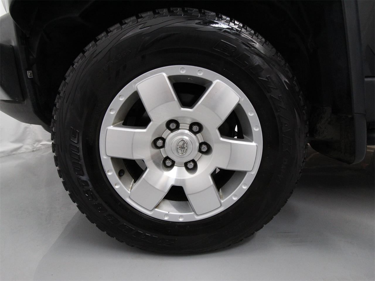 Large Picture of '07 FJ Cruiser located in Virginia Offered by Duncan Imports & Classic Cars - Q6UM