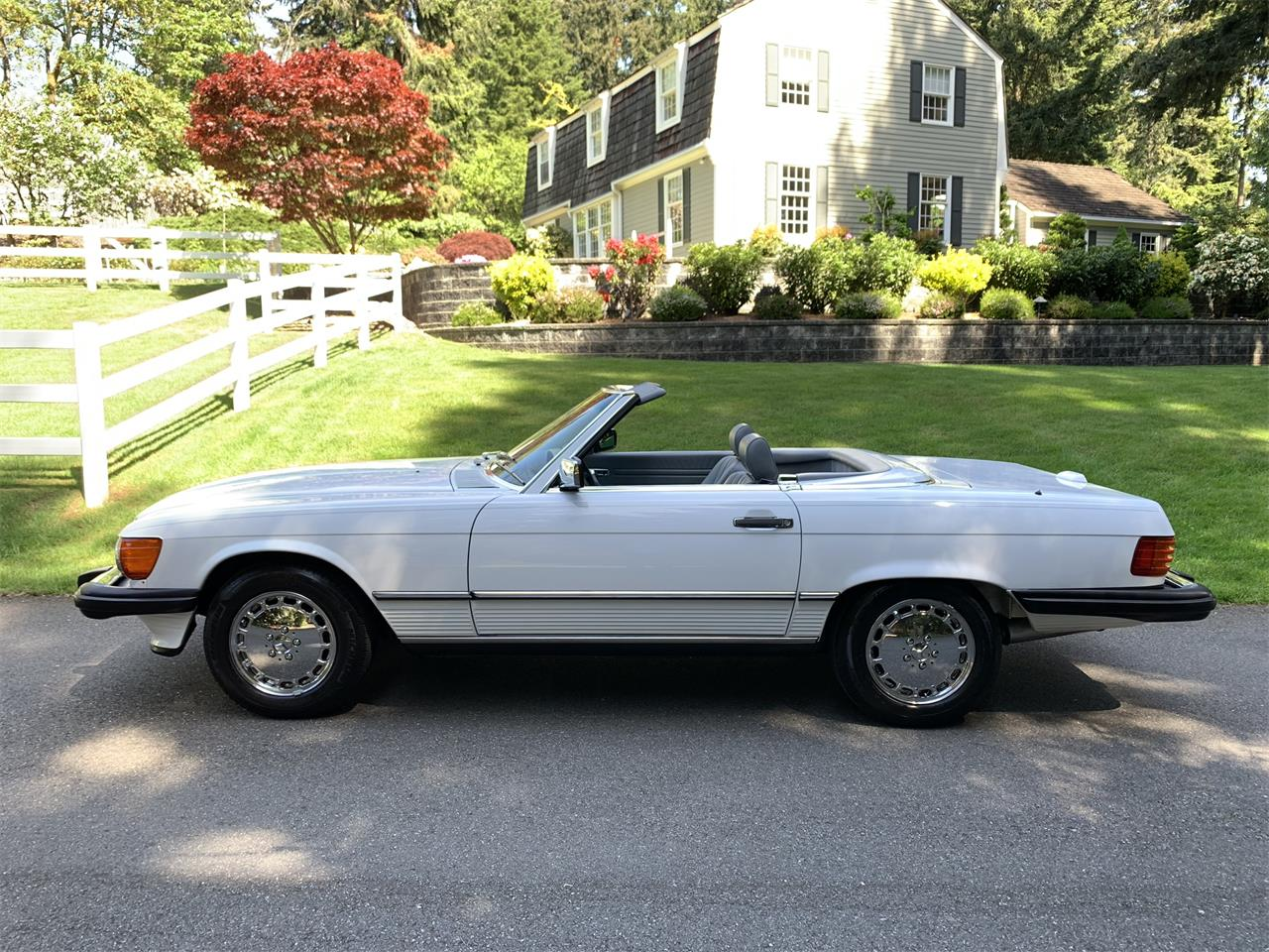 Large Picture of 1988 Mercedes-Benz 560SL located in Washington Offered by Bring A Trailer - Q5KJ