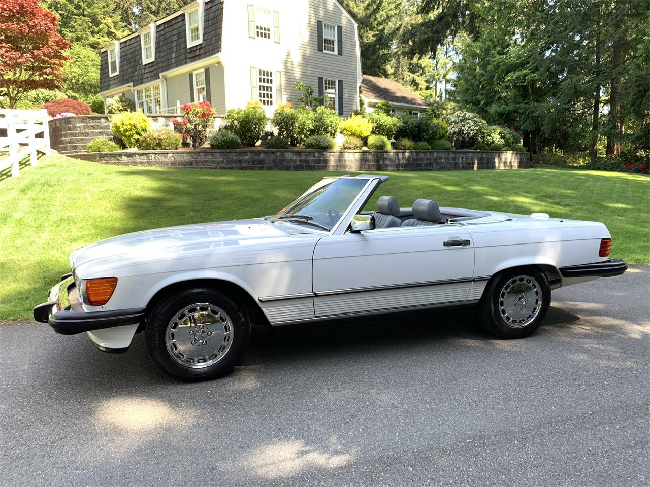 Large Picture of 1988 Mercedes-Benz 560SL located in Bellevue Washington Offered by Bring A Trailer - Q5KJ