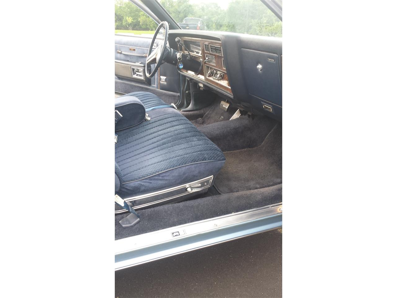 Large Picture of '81 Oldsmobile Delta 88 Royale - Q7LZ