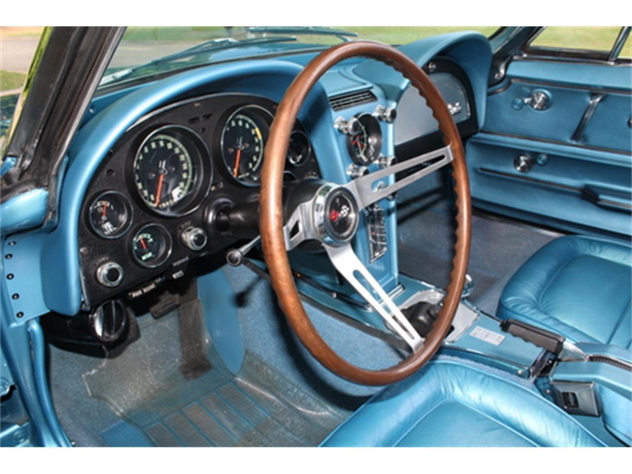 Large Picture of '67 Corvette - Q5DT