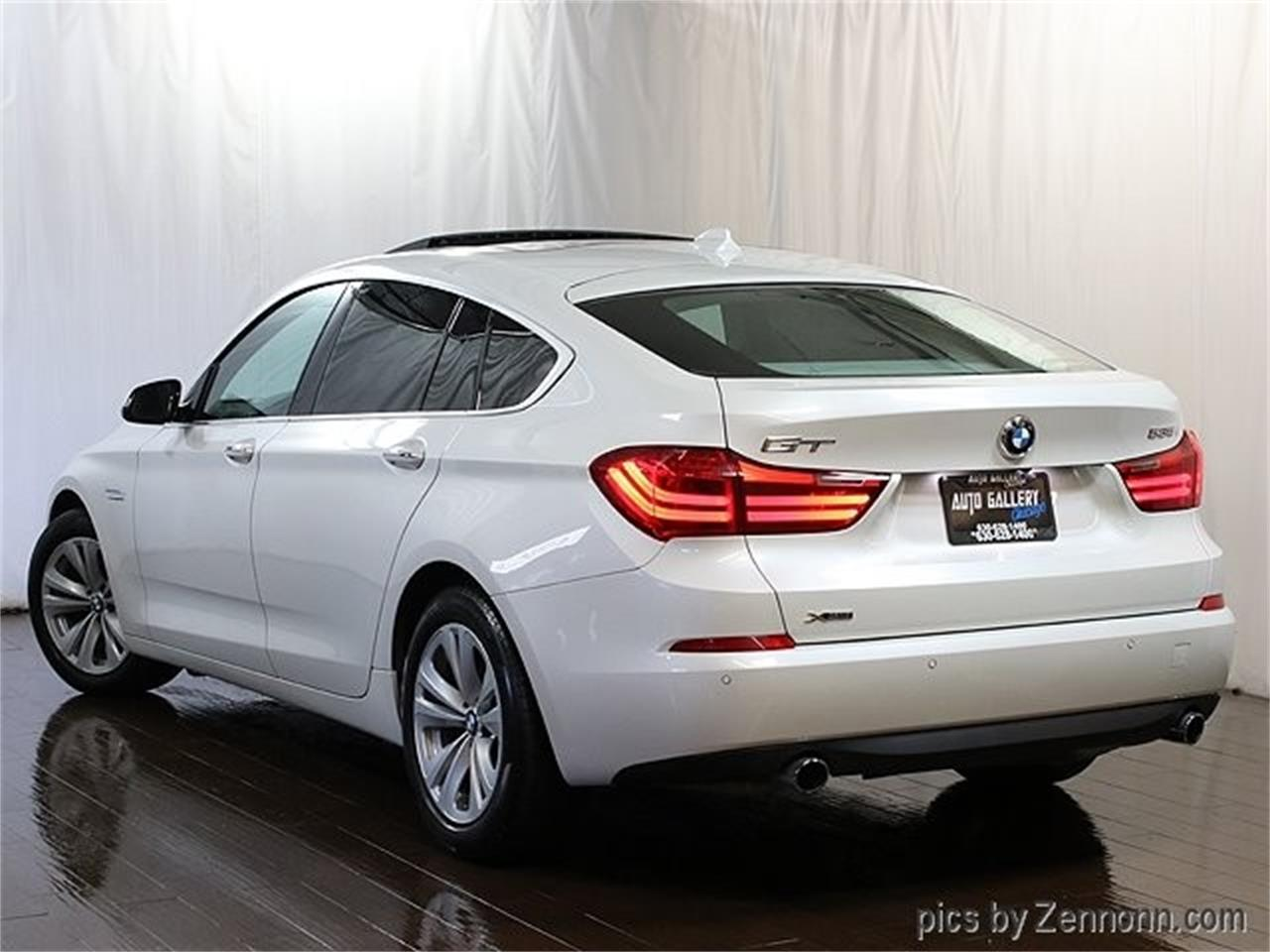 Large Picture of '15 BMW 5 Series - $19,990.00 Offered by Auto Gallery Chicago - Q857