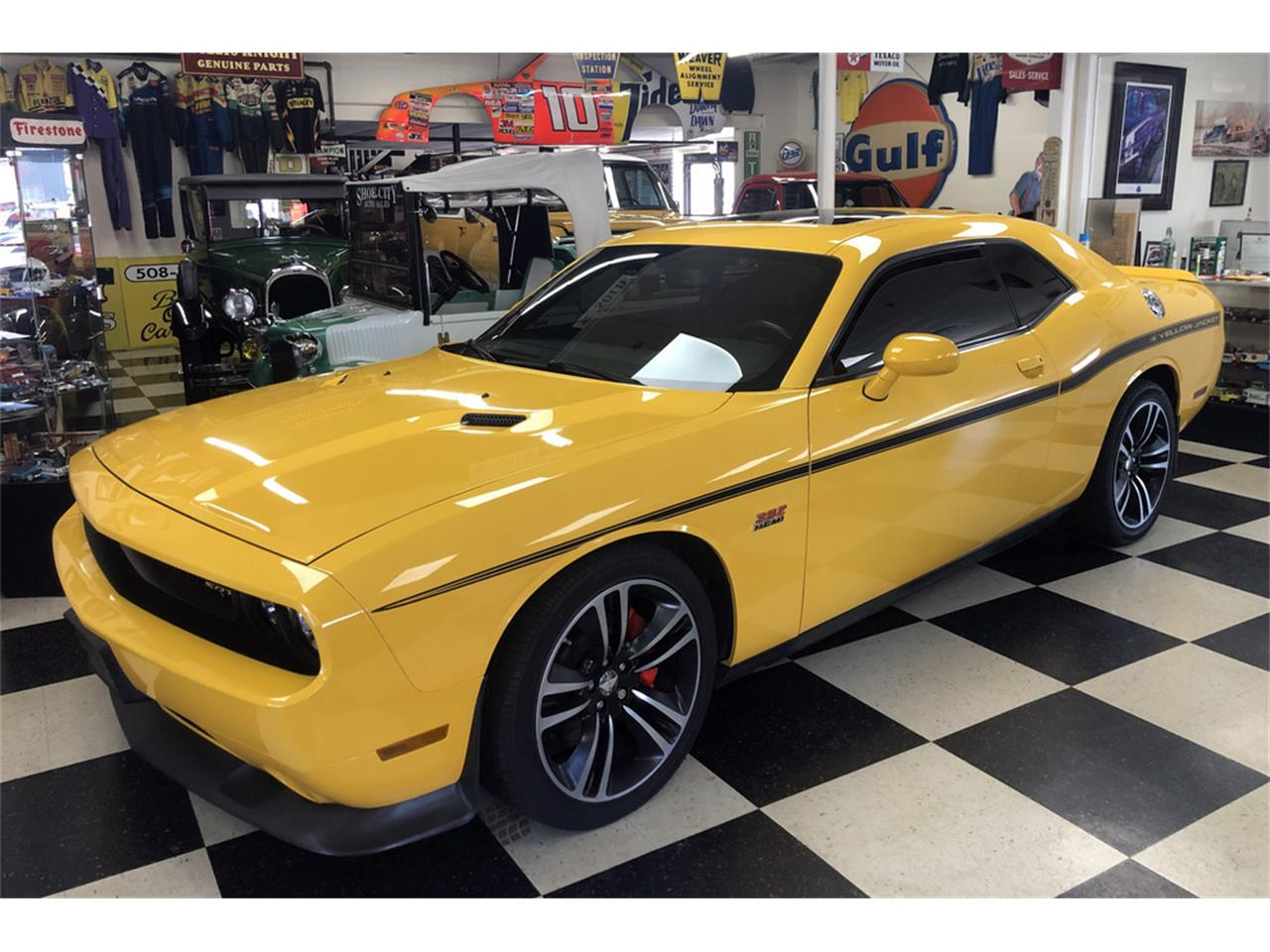 Large Picture of 2012 Dodge Challenger Auction Vehicle Offered by Barrett-Jackson - Q87Q