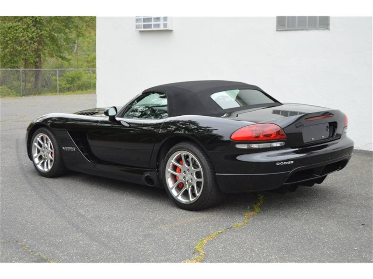 Large Picture of '04 Dodge Viper located in Springfield Massachusetts Offered by Mutual Enterprises Inc. - Q8EU