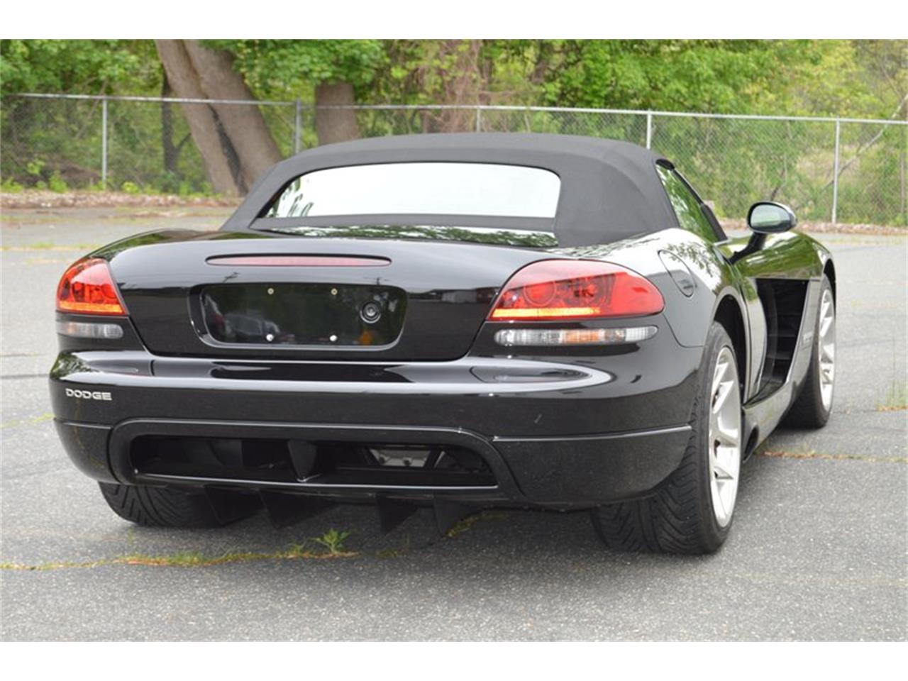 Large Picture of '04 Dodge Viper located in Springfield Massachusetts - $46,995.00 Offered by Mutual Enterprises Inc. - Q8EU