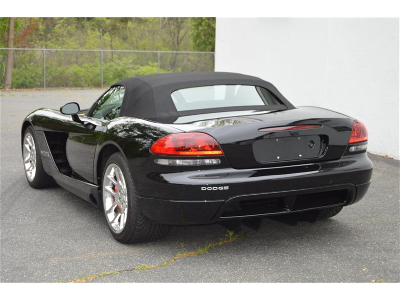 Large Picture of 2004 Dodge Viper located in Springfield Massachusetts - $46,995.00 Offered by Mutual Enterprises Inc. - Q8EU