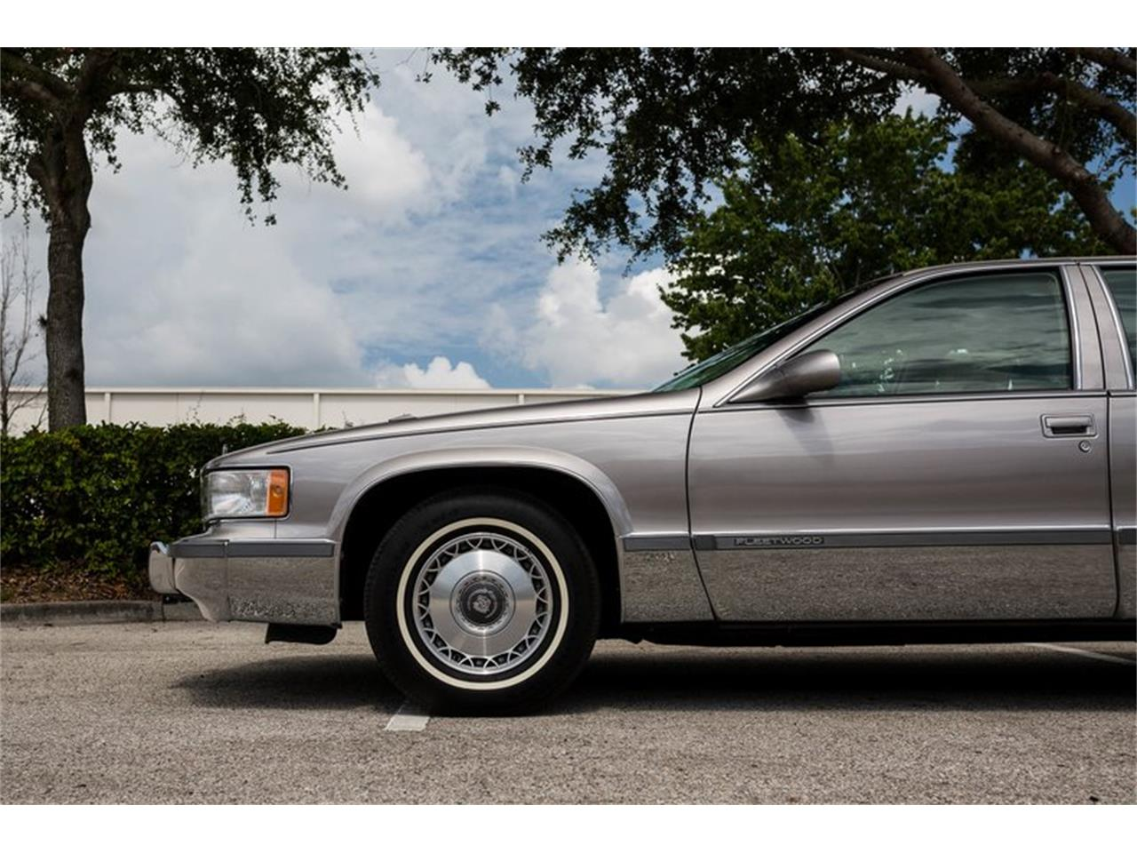 Large Picture of '96 Cadillac Fleetwood located in Florida - Q8PS