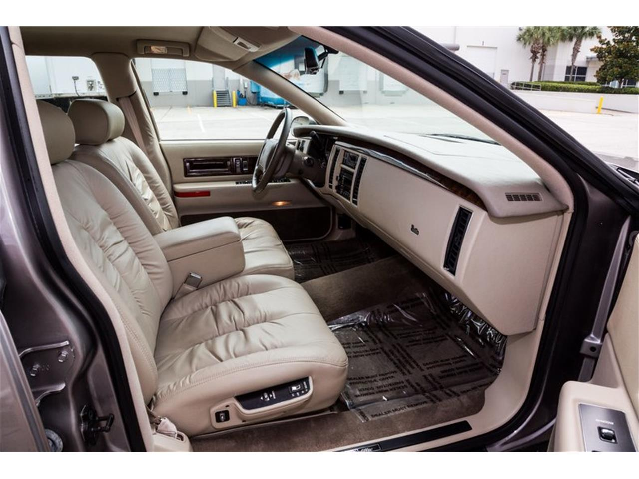Large Picture of 1996 Cadillac Fleetwood - $32,900.00 - Q8PS