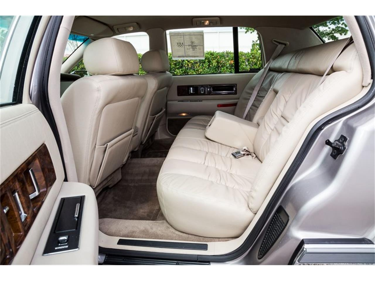 Large Picture of '96 Cadillac Fleetwood located in Orlando Florida - Q8PS