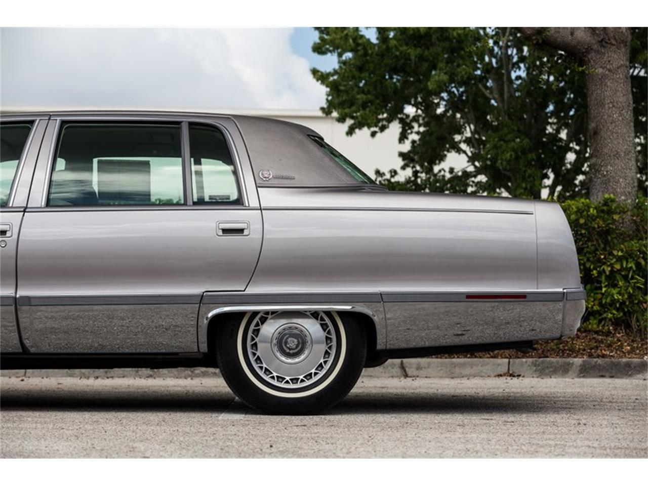 Large Picture of '96 Cadillac Fleetwood - Q8PS
