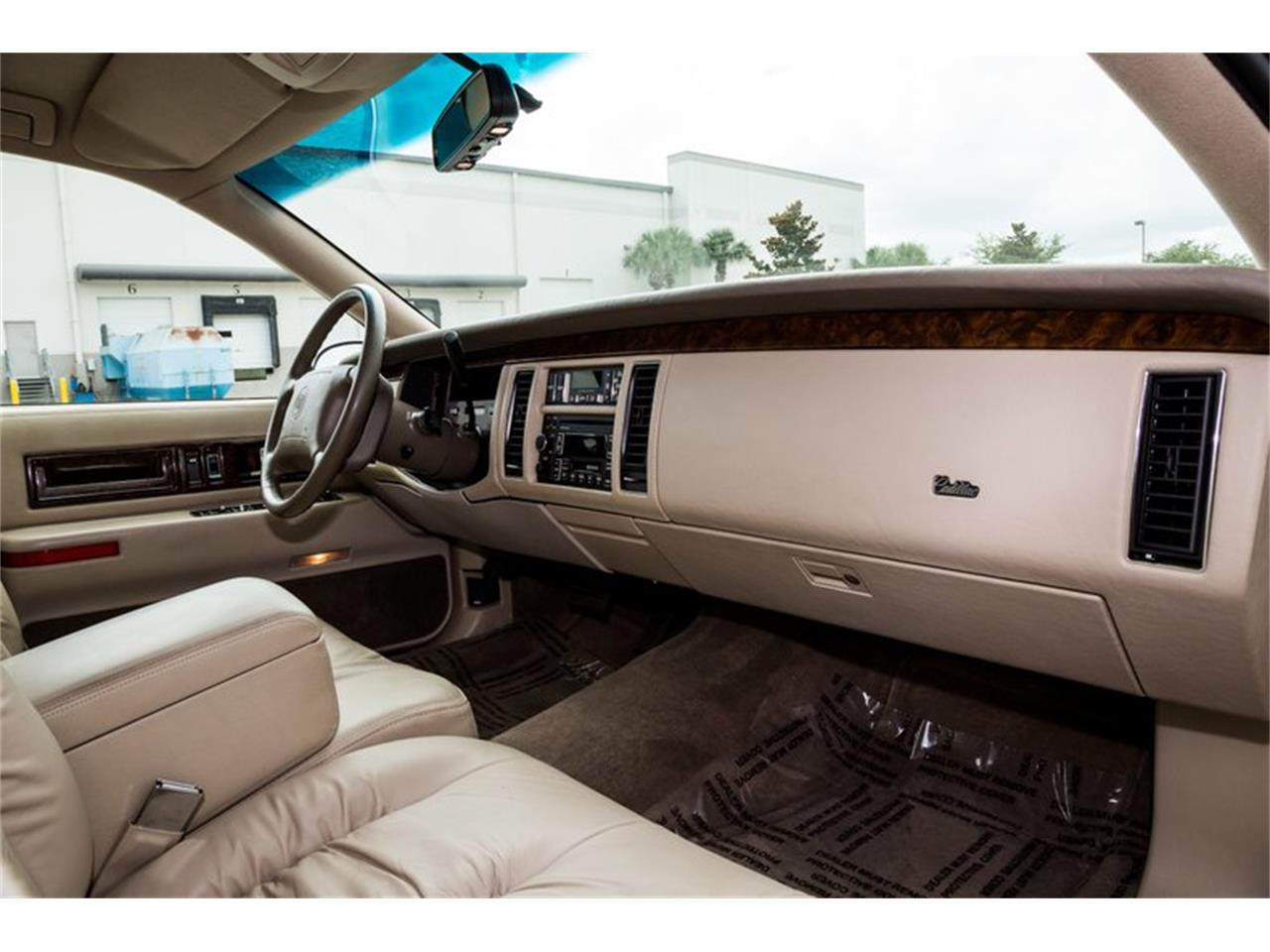 Large Picture of 1996 Cadillac Fleetwood located in Florida - Q8PS