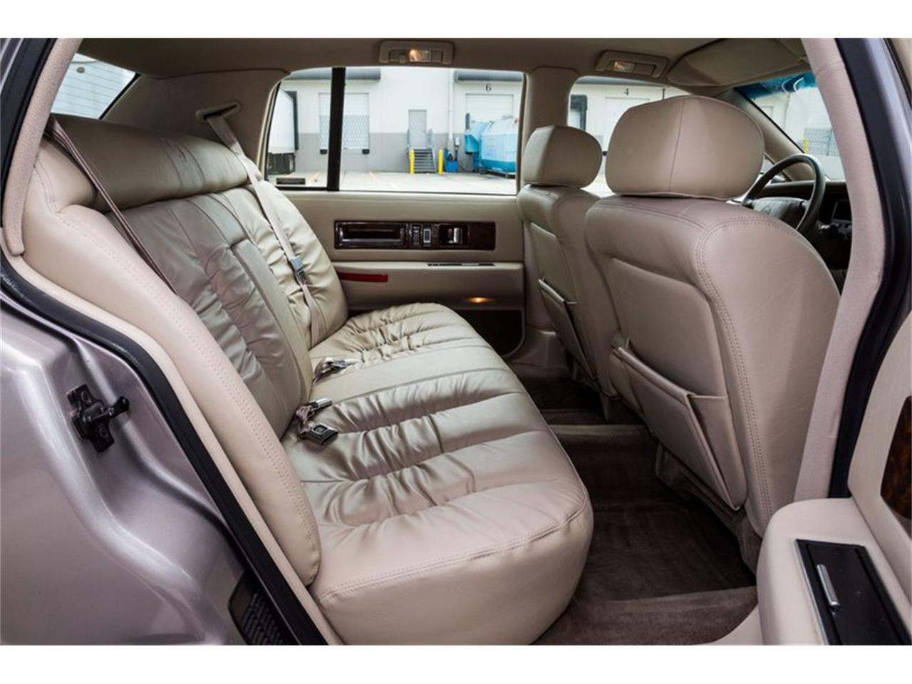 Large Picture of 1996 Cadillac Fleetwood located in Orlando Florida - Q8PS