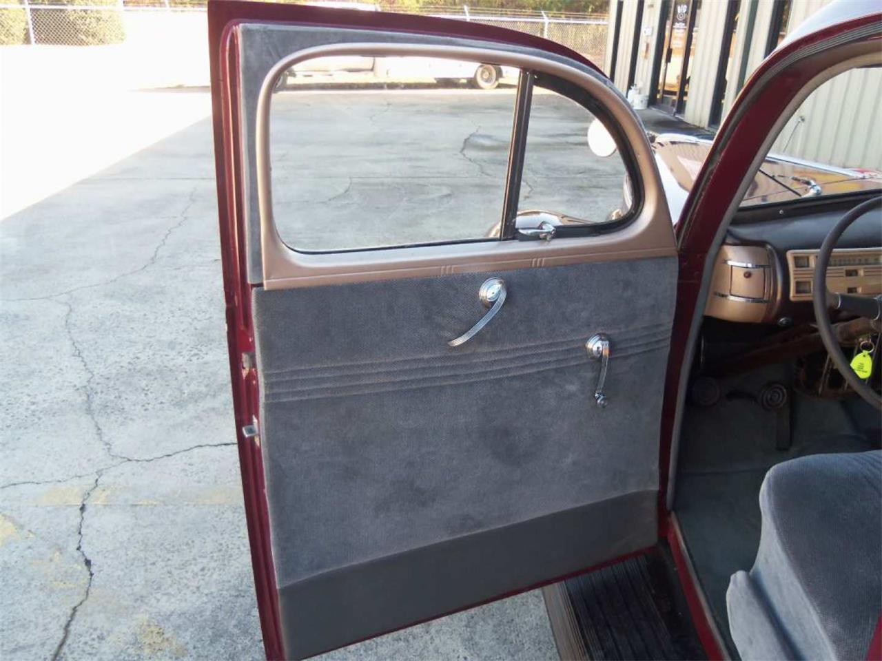 Large Picture of 1940 Deluxe Auction Vehicle - Q96I
