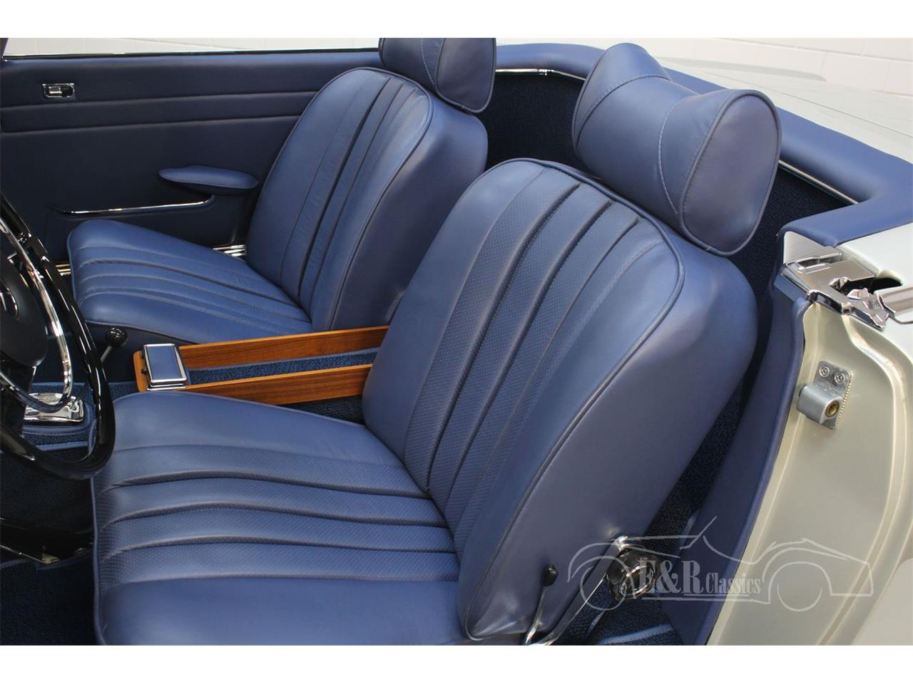 Large Picture of Classic '69 Mercedes-Benz 280SL Offered by E & R Classics - Q9A0