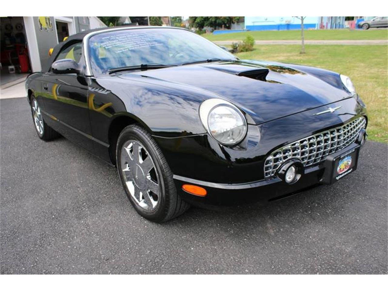 Large Picture of '02 Ford Thunderbird located in New York - Q9HB