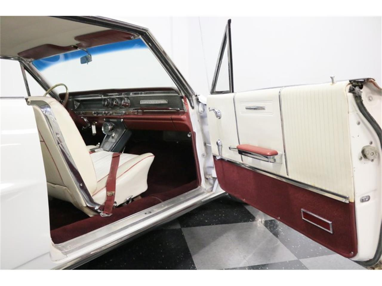 Large Picture of Classic '64 Pontiac Grand Prix located in Texas - $16,995.00 Offered by Streetside Classics - Dallas / Fort Worth - QA9B