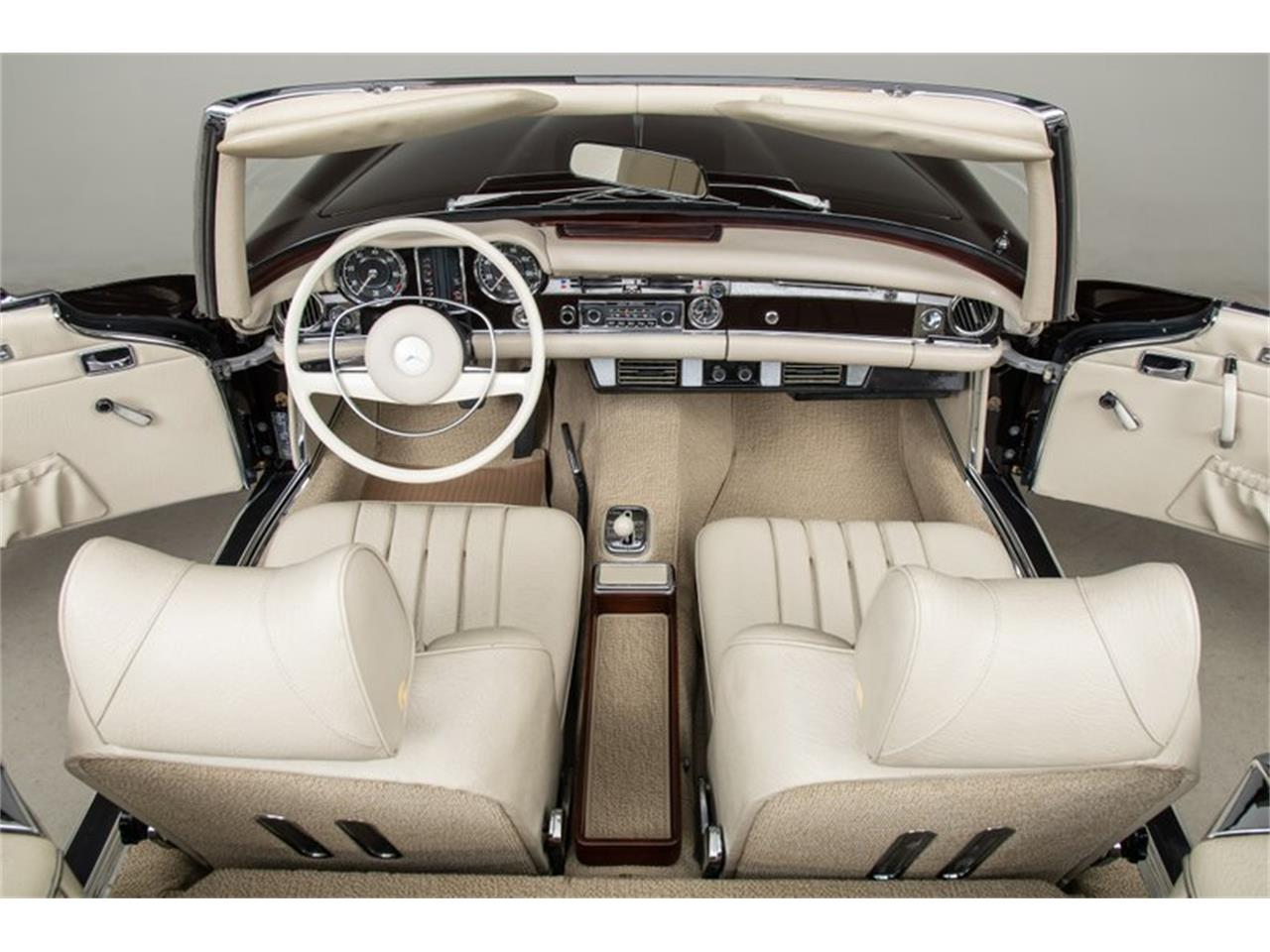 Large Picture of '69 Mercedes-Benz 280SL located in Scotts Valley California Auction Vehicle Offered by Canepa - QALE