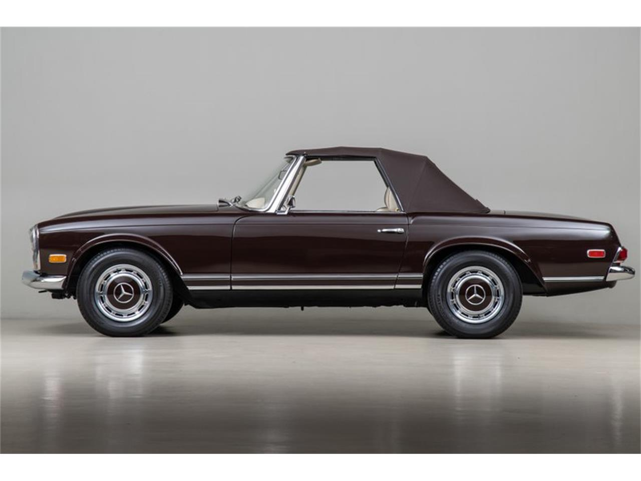 Large Picture of Classic 1969 Mercedes-Benz 280SL Offered by Canepa - QALE