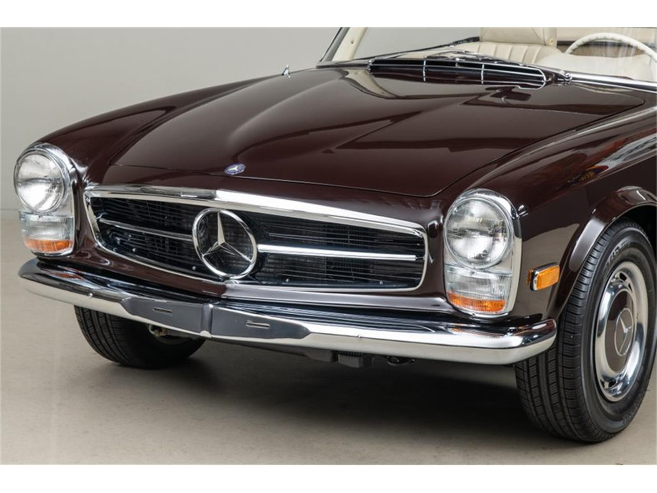 Large Picture of Classic '69 Mercedes-Benz 280SL located in California Offered by Canepa - QALE