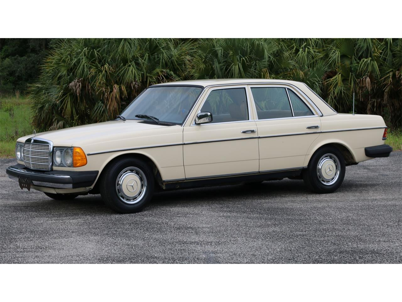Large Picture of '77 Mercedes-Benz 240D Offered by Bring A Trailer - QAMC