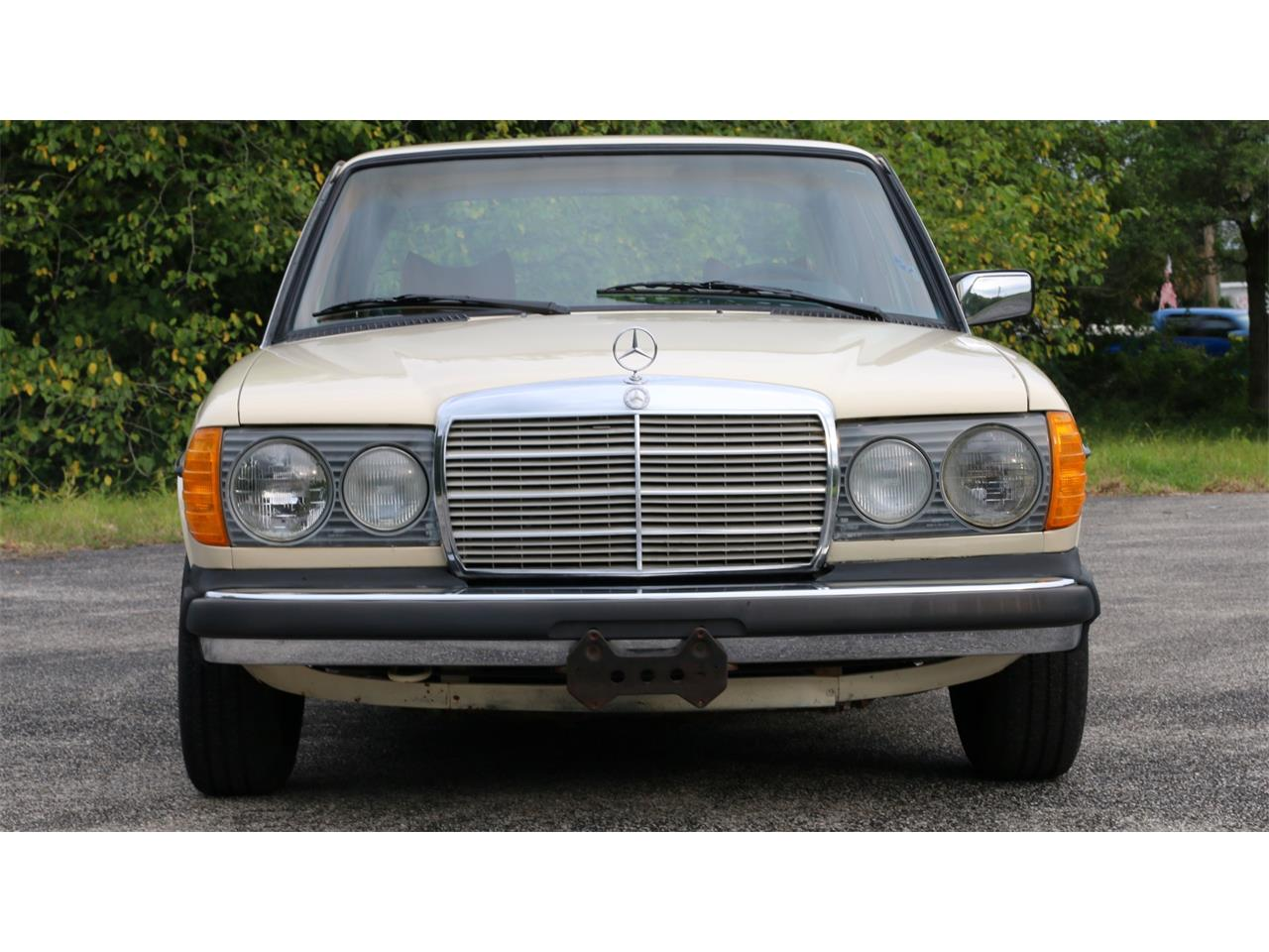 Large Picture of 1977 Mercedes-Benz 240D located in Florida Offered by Bring A Trailer - QAMC