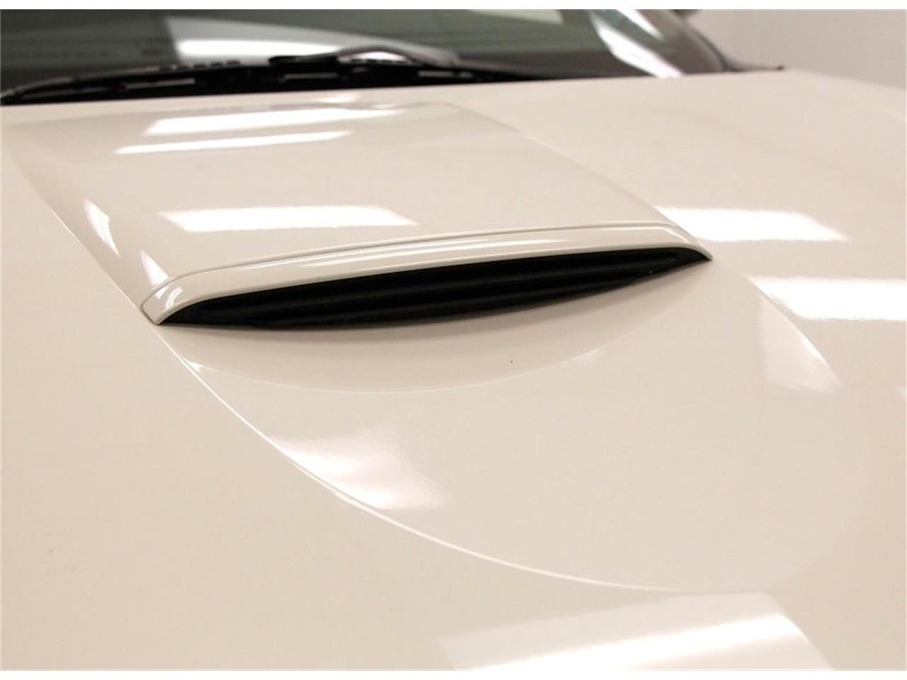 Large Picture of '02 Ford Thunderbird Offered by Classic Auto Mall - Q5WF