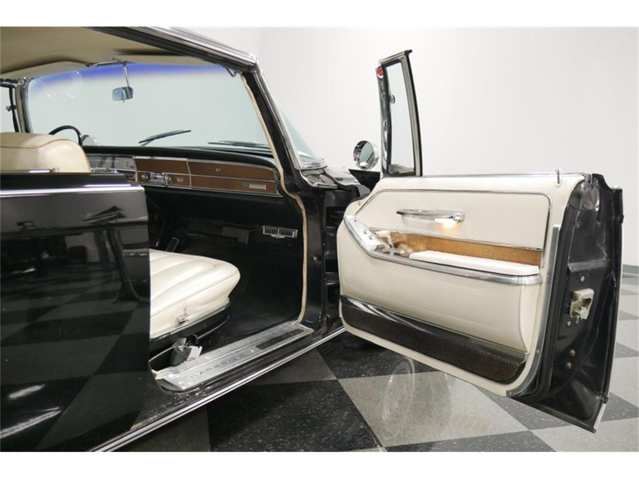 Large Picture of 1966 Imperial located in Tennessee - QAX3