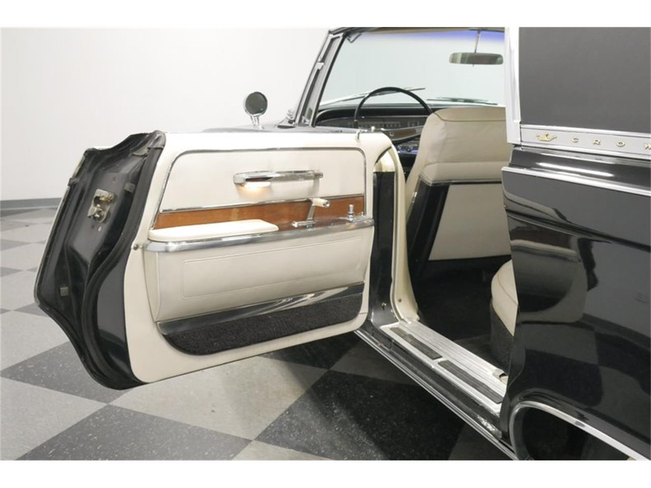Large Picture of '66 Chrysler Imperial Offered by Streetside Classics - Nashville - QAX3