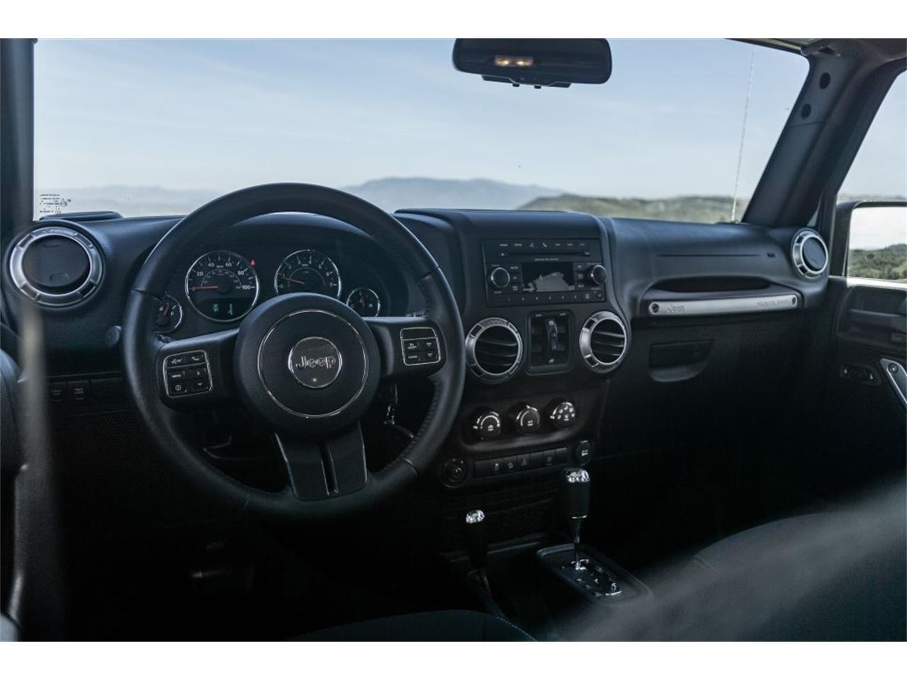 Large Picture of 2016 Jeep Wrangler - QB2E