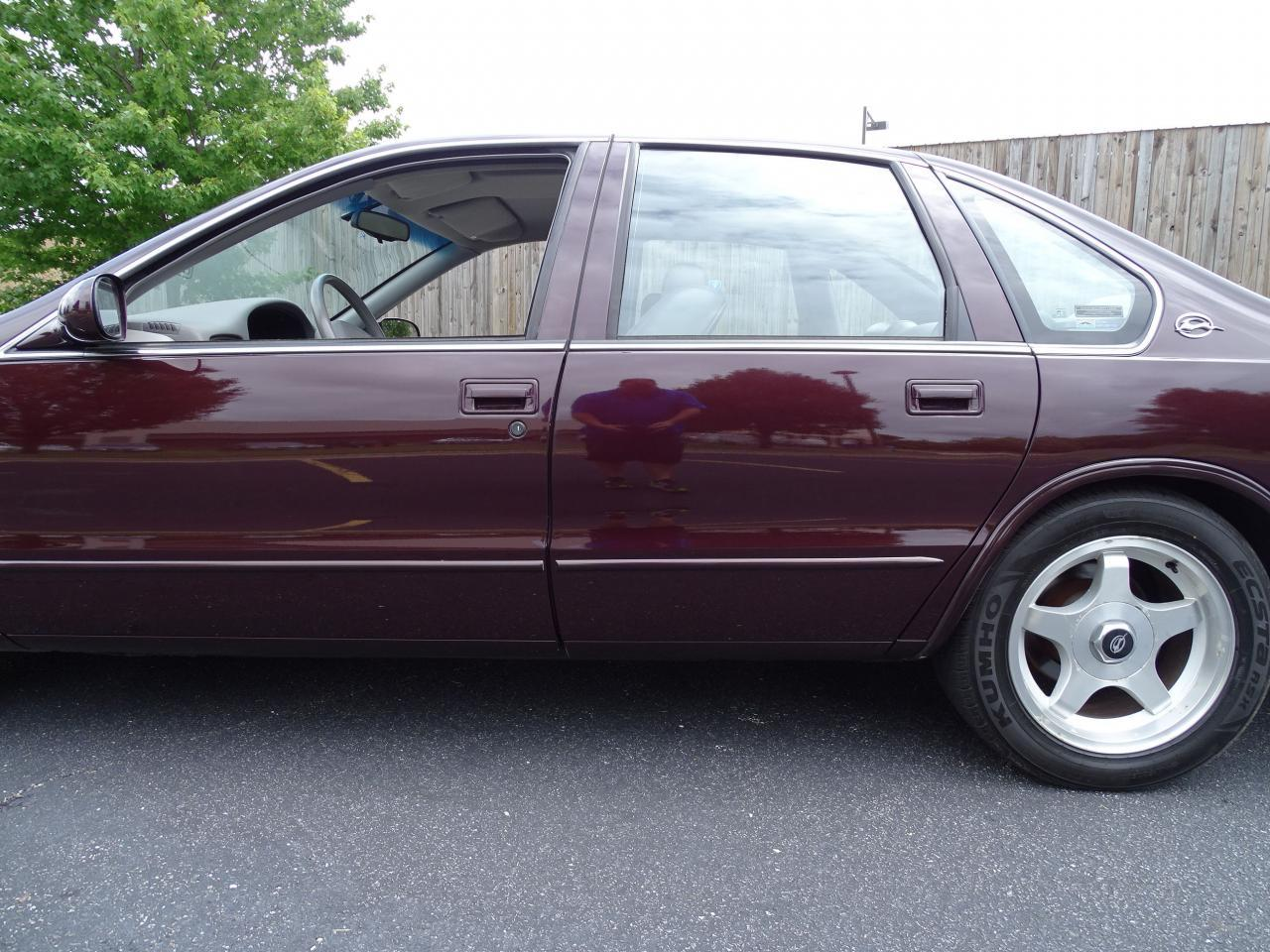 Large Picture of 1996 Chevrolet Impala located in Illinois Offered by Gateway Classic Cars - St. Louis - QB5K