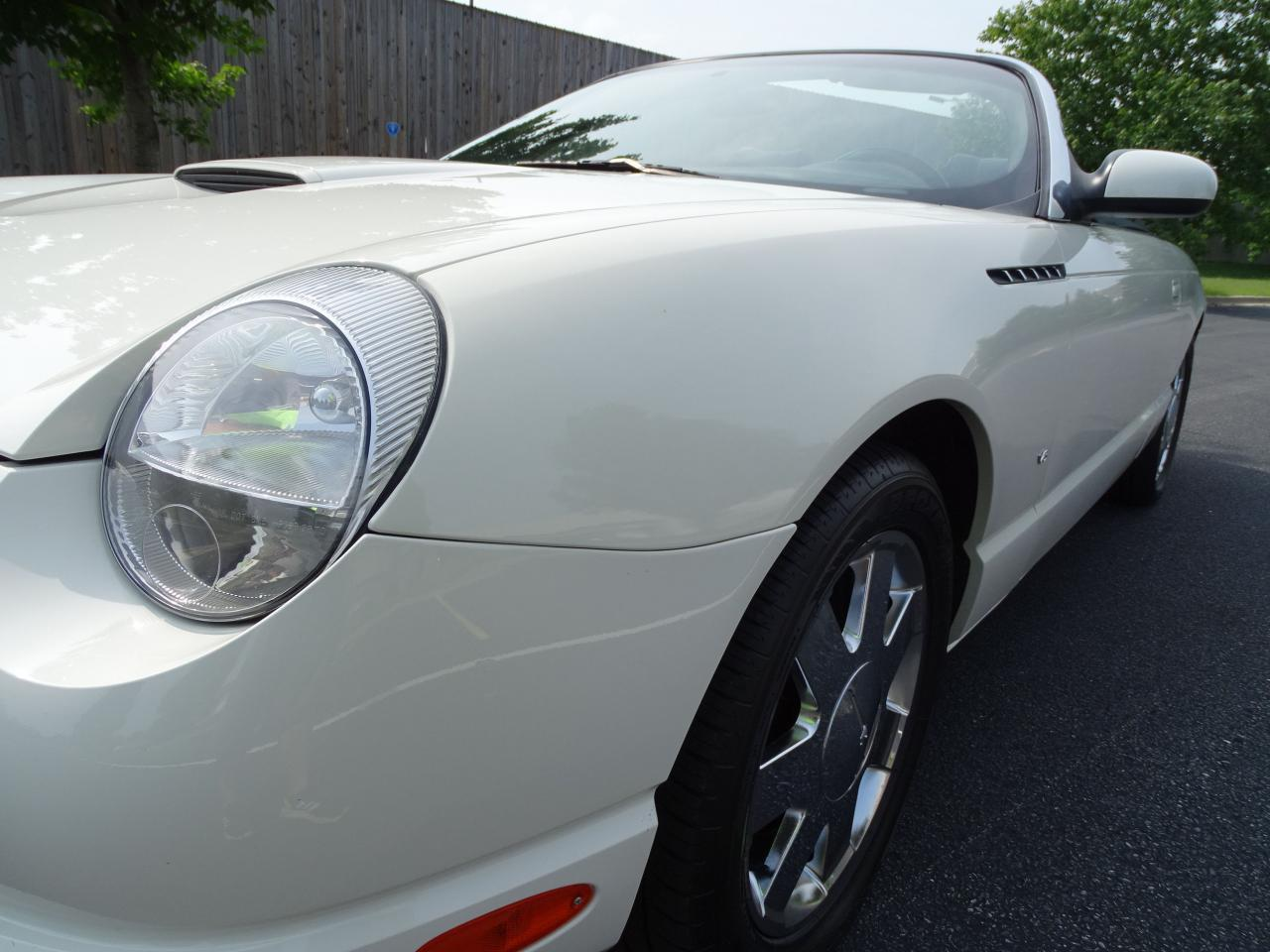 Large Picture of 2003 Ford Thunderbird located in O'Fallon Illinois - QB5Q