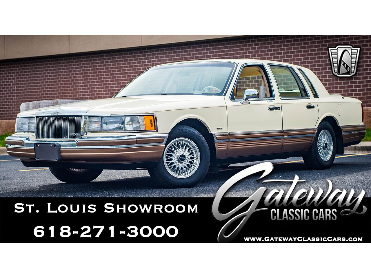 Large Picture of 1990 Lincoln Town Car located in O'Fallon Illinois - $16,500.00 Offered by Gateway Classic Cars - St. Louis - QB8G