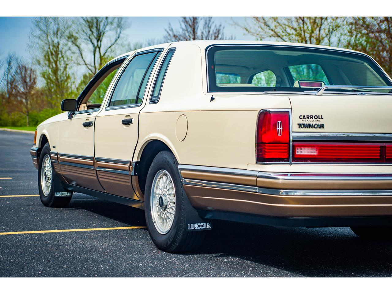 Large Picture of 1990 Lincoln Town Car Offered by Gateway Classic Cars - St. Louis - QB8G