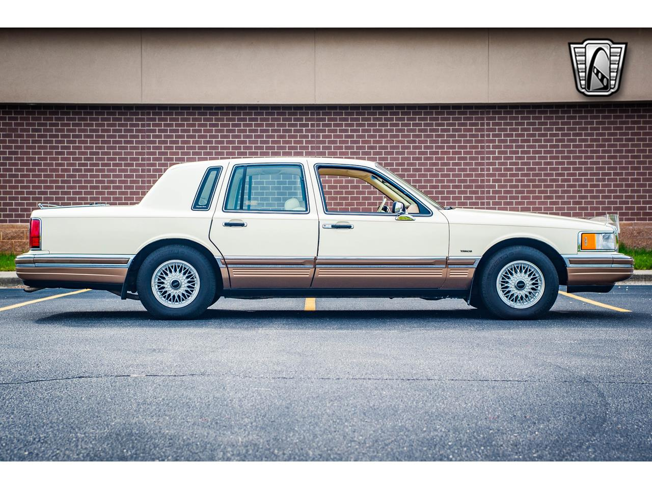Large Picture of 1990 Town Car - QB8G