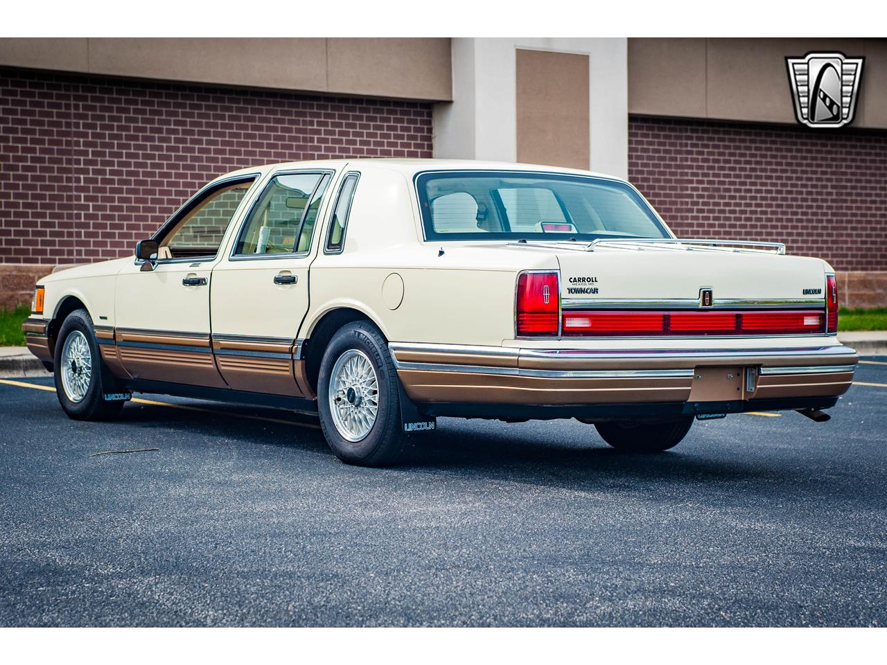 Large Picture of 1990 Town Car located in Illinois - $16,500.00 Offered by Gateway Classic Cars - St. Louis - QB8G