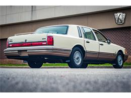 Picture of 1990 Lincoln Town Car located in O'Fallon Illinois - $16,500.00 Offered by Gateway Classic Cars - St. Louis - QB8G