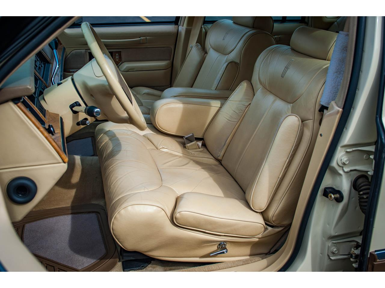 Large Picture of '90 Town Car - $16,500.00 Offered by Gateway Classic Cars - St. Louis - QB8G