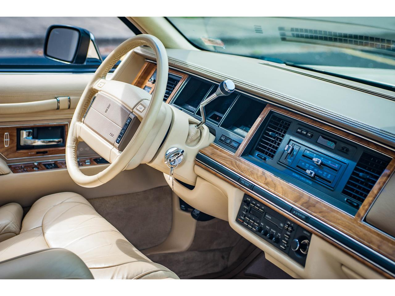 Large Picture of 1990 Town Car - $16,500.00 - QB8G