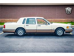 Picture of '90 Lincoln Town Car located in Illinois - QB8G