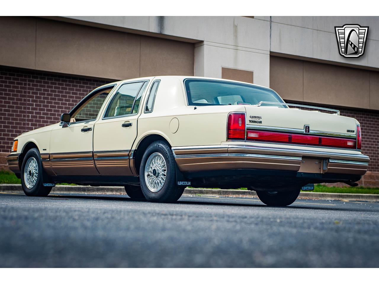 Large Picture of 1990 Lincoln Town Car - $16,500.00 Offered by Gateway Classic Cars - St. Louis - QB8G