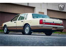 Picture of 1990 Lincoln Town Car - QB8G
