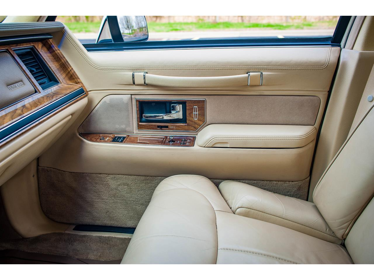 Large Picture of 1990 Lincoln Town Car located in Illinois Offered by Gateway Classic Cars - St. Louis - QB8G