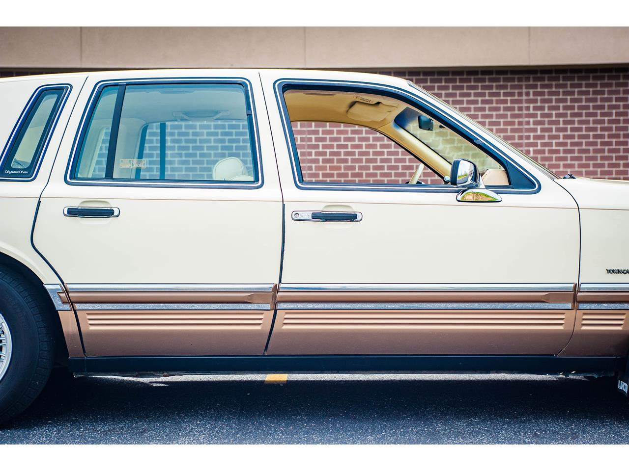 Large Picture of '90 Town Car - $16,500.00 - QB8G