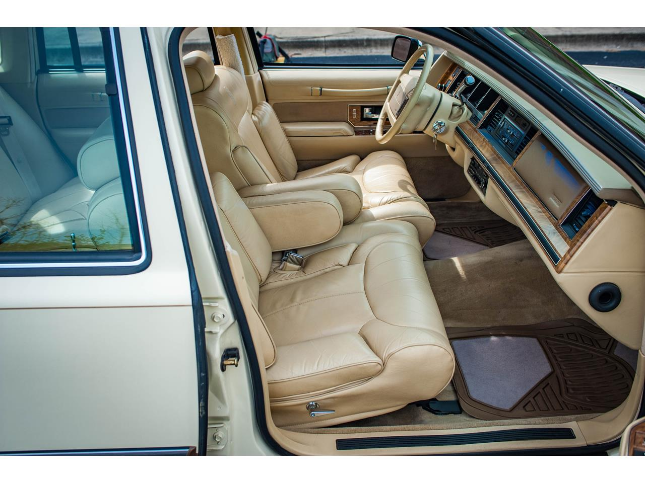 Large Picture of '90 Town Car located in O'Fallon Illinois Offered by Gateway Classic Cars - St. Louis - QB8G