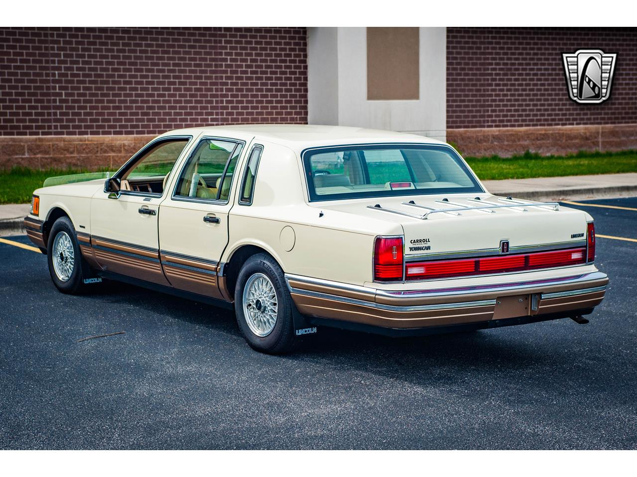 Large Picture of '90 Lincoln Town Car located in Illinois - $16,500.00 Offered by Gateway Classic Cars - St. Louis - QB8G