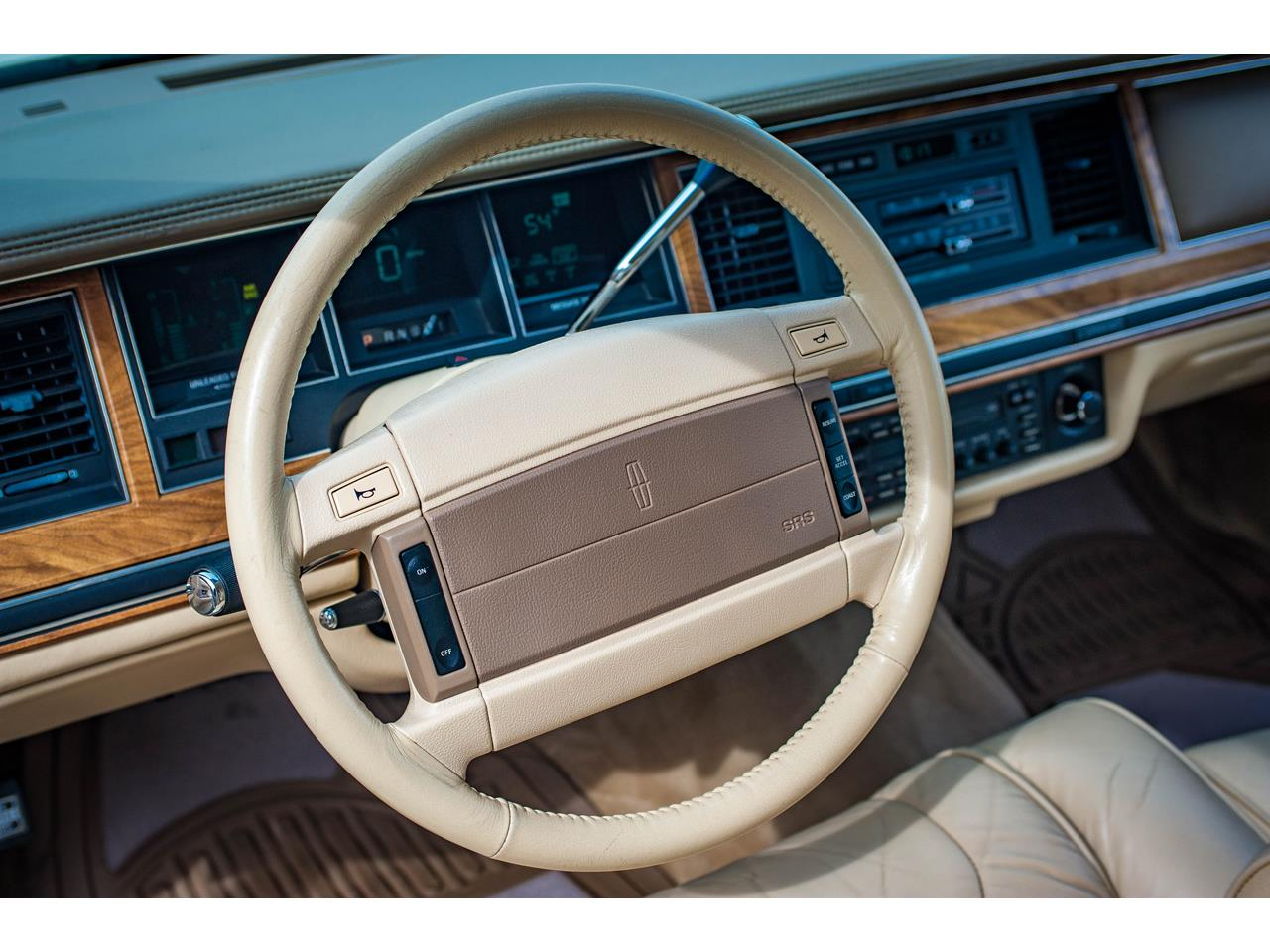 Large Picture of '90 Town Car located in O'Fallon Illinois - $16,500.00 Offered by Gateway Classic Cars - St. Louis - QB8G